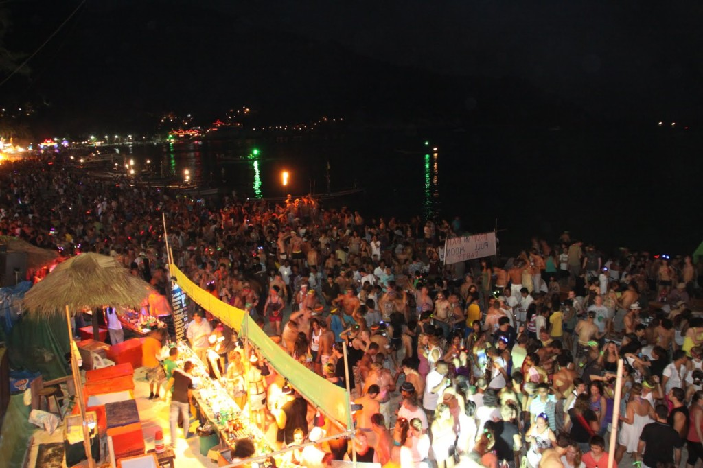 2_FullMoonParty.01